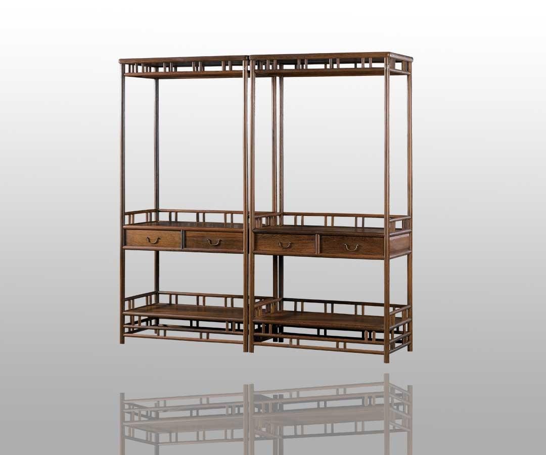 柜子顶层的层高设计较窄,并有矮佬做装饰,与整体设计的风格谐调.图片