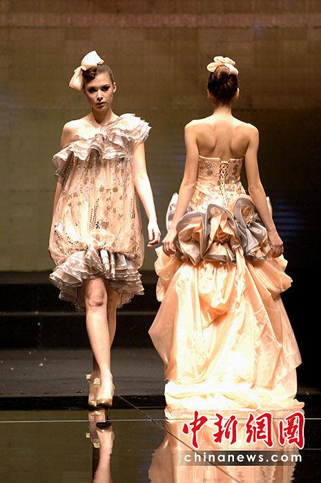 台湾著名设计师蔡美月上演最新婚纱秀(图)