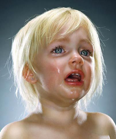 婴儿哭泣可爱图片