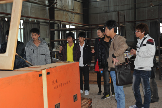 福建龙岩学院连天红班学生回访石马总部_企业